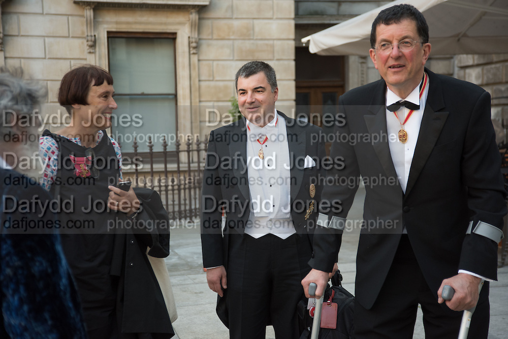 TOM PHILLIPS; CORNELIA PARKER; ANTHONY GORMLEY, , Royal Academy Annual dinner, Piccadilly, London. 6 June 2016