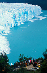 Patagonia, Argentina. 01/2004.Perito Moreno. Parque Nacional Los Glaciares, El Calafate, Provincia de Santa Cruz. Patagonia e uma regiao natural no extremo sul do continente americano que abarca a parte sul do Chile e da Argentina, incluindo os chamados Andes patagonicos./ Perito Moreno. Glaciers National Park, El Calafate, Santa Cruz Province. Patagonia is the portion of South America in Argentina and Chile made up of the Andes mountains to the west and south, and plateaux and low plains to the east..Foto © Adri Felden/Argosfoto