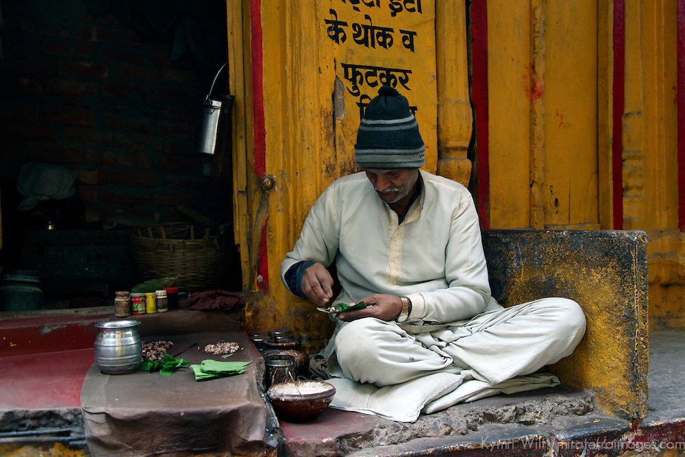 Asia, India, Varanasi. A man carefully prepares chai tea in Varanasi.