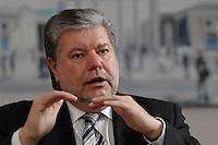 08 JAN 2007, BERLIN/GERMANY:<br /> Kurt Beck, SPD Parteivorsitzender und Ministerpraesident Rheinland-Pfalz, waehrend einem Interview, in seinem Buero, Willy-Brandt-Haus<br /> Kurt Beck, Party Leader of the Social Demicratic Party, during an interview, in his office, Willy-Brandt-Haus<br /> IMAGE: 20070108-01-039<br /> KEYWORDS: Ministerpr&auml;sident