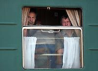 Menn på toget, men on the train