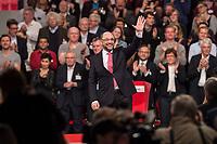 19 MAR 2017, BERLIN/GERMANY:<br /> Martin Schulz, SPD, winkt den Delegierten, anch seiner Rede vor seiner Wahl zum SPD Parteivorsitzenden und SPD Spitzenkandidat der Bundestagswahl, a.o. Bundesparteitag, Arena Berlin<br /> IMAGE: 20170319-01-059<br /> KEYWORDS: party congress, social democratic party, candidate, klatschen, Jubel, Applaus, applause