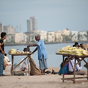 Street food vendors offer 'Butta' or  sweet corn on the cob, on chowpati beach. Mumbai, August 2009