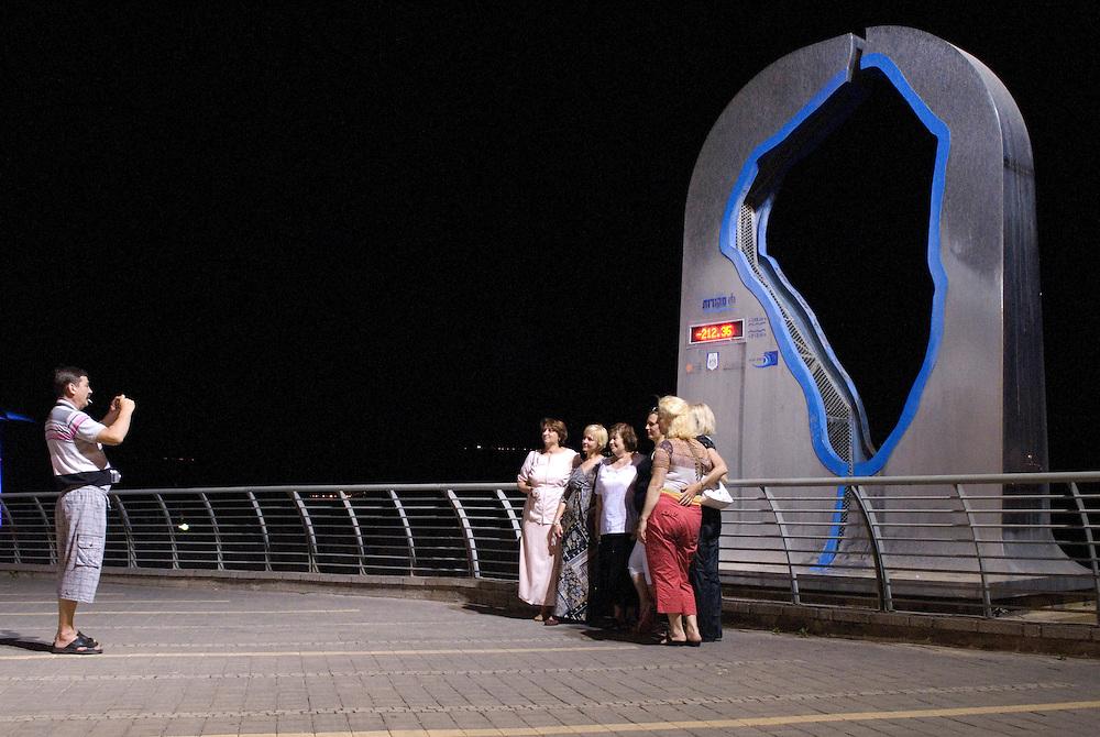 Les attractions touristiques autour du  Lac de Tibériade, créent la controverse avec leur utilisation intense d'eau. Israël, mai 2011