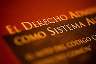 ILUSTRACION DERECHO ADMINISTRATIVO. Santiago, Chile. 29-12-2011 (©Alvaro de la Fuente/TRIPLE)