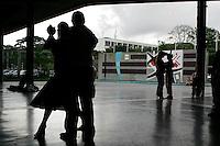 Caracas - Universita' di Caracas, lezioni di danza sotto i portici