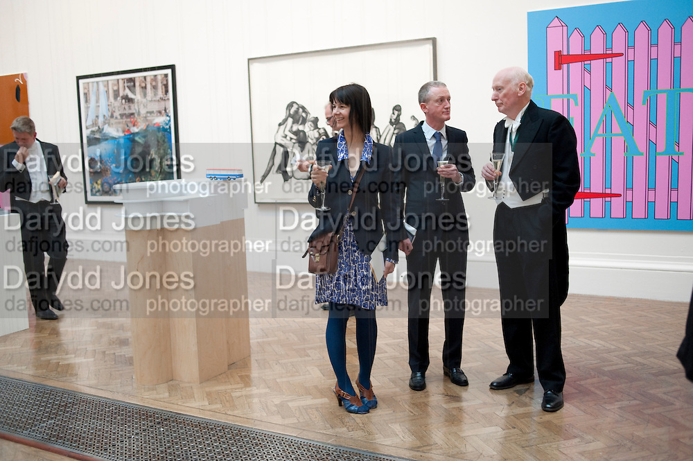 GILLIAN WEARING; MICHAEL LANDY; BILL WOODROW; , Royal Academy of Arts Annual dinner. Royal Academy. Piccadilly. London. 1 June <br /> <br />  , -DO NOT ARCHIVE-&copy; Copyright Photograph by Dafydd Jones. 248 Clapham Rd. London SW9 0PZ. Tel 0207 820 0771. www.dafjones.com.