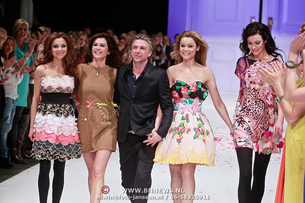 NLD/Amsterdam/20110308 - Modeshow Raak 2011, Jos Raak met zijn mannequins Georgina Verbaan, Quinty Trusfull - van den Broek, Froukje de Both en Iren van der Laar