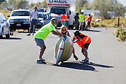 Larry Lem test zijn fiets. In Battle Mountain (Nevada) wordt ieder jaar de World Human Powered Speed Challenge gehouden. Tijdens deze wedstrijd wordt geprobeerd zo hard mogelijk te fietsen op pure menskracht. Het huidige record staat sinds 2015 op naam van de Canadees Todd Reichert die 139,45 km/h reed. De deelnemers bestaan zowel uit teams van universiteiten als uit hobbyisten. Met de gestroomlijnde fietsen willen ze laten zien wat mogelijk is met menskracht. De speciale ligfietsen kunnen gezien worden als de Formule 1 van het fietsen. De kennis die wordt opgedaan wordt ook gebruikt om duurzaam vervoer verder te ontwikkelen.<br /> <br /> Larry Lem test drives his bike. In Battle Mountain (Nevada) each year the World Human Powered Speed Challenge is held. During this race they try to ride on pure manpower as hard as possible. Since 2015 the Canadian Todd Reichert is record holder with a speed of 136,45 km/h. The participants consist of both teams from universities and from hobbyists. With the sleek bikes they want to show what is possible with human power. The special recumbent bicycles can be seen as the Formula 1 of the bicycle. The knowledge gained is also used to develop sustainable transport.