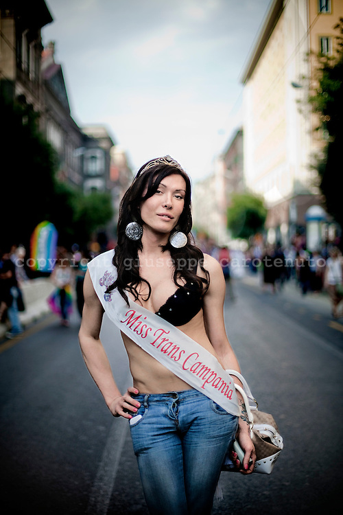 NAPOLI. VALERIA MISS TRANS CAMPANIA SFILA A NAPOLI NEL GIORNO DEL GAY PRIDE; VALERIA MISS TRANS CAMPANIA SHOW IN NAPLES IN THE DAY OF GAY PRIDE
