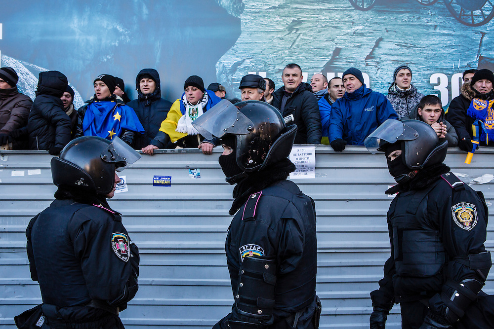 KIEV, UKRAINE - DECEMBER 14: Police keep anti-government protesters separate from a pro-government rally on December 14, 2013 in Kiev, Ukraine. Thousands of people have been protesting against the government since a decision by Ukrainian president Viktor Yanukovych to suspend a trade and partnership agreement with the European Union in favor of incentives from Russia. (Photo by Brendan Hoffman/Getty Images) *** Local Caption ***