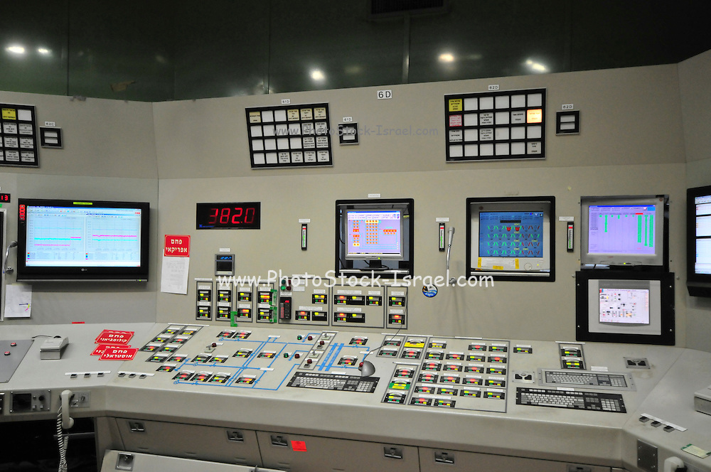 Israel, Hadera, The Orot Rabin coal operated power plant the central control room. All facility activities are monitored and controlled from this room