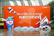Hangzhou King Willem-Alexander of The Netherlands visit the Alibaba Campus in Hangzhou, China, 29 October 2015. The King and Queen are welcomed by host and founder Jack Ma. The King get some explanation about the Holland Week at the website of Alibaba and attend the launch of the Holland Pavillion. The King and Queen are in china for an 5 day state visit. COPYRIGHT ROBIN UTRECHT<br />  Koning Willem-Alexander met oprichter Jack Ma van Alibaba na afloop van het bezoek aan de campus van webwinkel Alibaba op de vijfde en laatste dag van het staatsbezoek aan China. Staatssecretaris Sharon Dijksma van Economische Zaken
