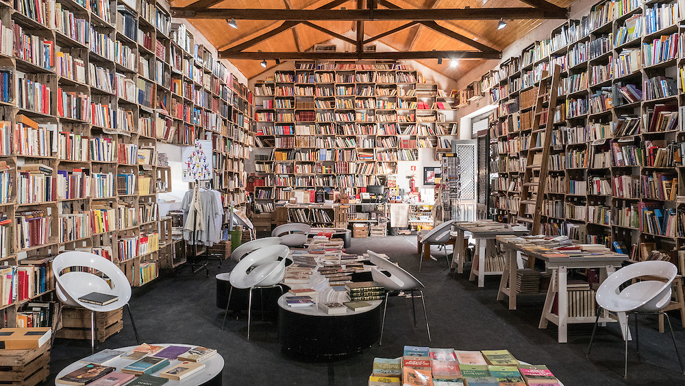 Amazing bookstores in Obidos #Portugal