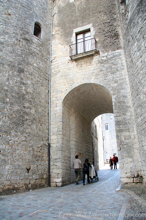 Europe, Spain, Girona. Arch walkway in Girona.