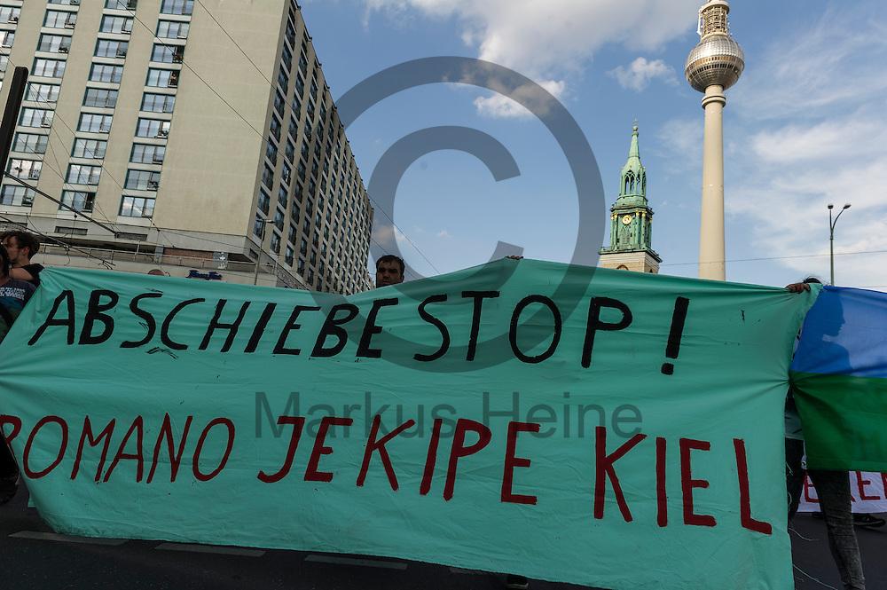&quot;Abschiebest! Romano Jekipe Kiel&quot;  steht w&auml;hrend der Roma Demonstration am 03.06.2016 in Berlin, Deutschland auf einem Transparent. Ca 150 Roma und Aktivisten demonstrierten f&uuml;r ein Bleiberecht f&uuml;r alle Sinti und Roma. Foto: Markus Heine / heineimaging<br /> <br /> ------------------------------<br /> <br /> Ver&ouml;ffentlichung nur mit Fotografennennung, sowie gegen Honorar und Belegexemplar.<br /> <br /> Bankverbindung:<br /> IBAN: DE65660908000004437497<br /> BIC CODE: GENODE61BBB<br /> Badische Beamten Bank Karlsruhe<br /> <br /> USt-IdNr: DE291853306<br /> <br /> Please note:<br /> All rights reserved! Don't publish without copyright!<br /> <br /> Stand: 06.2016<br /> <br /> ------------------------------w&auml;hrend der Roma Demonstration am 03.06.2016 in Berlin, Deutschland. Ca 150 Roma und Aktivisten demonstrierten f&uuml;r ein Bleiberecht f&uuml;r alle Sinti und Roma. Foto: Markus Heine / heineimaging<br /> <br /> ------------------------------<br /> <br /> Ver&ouml;ffentlichung nur mit Fotografennennung, sowie gegen Honorar und Belegexemplar.<br /> <br /> Bankverbindung:<br /> IBAN: DE65660908000004437497<br /> BIC CODE: GENODE61BBB<br /> Badische Beamten Bank Karlsruhe<br /> <br /> USt-IdNr: DE291853306<br /> <br /> Please note:<br /> All rights reserved! Don't publish without copyright!<br /> <br /> Stand: 06.2016<br /> <br /> ------------------------------