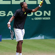 Gael Monfils unhappy with the umpire during the quarter final of the Gerry Weber Open 2013 at Gerry Weber Stadium in Halle (Westfalia), Germany on June 14, 2013. Photo: Miroslav Dakov
