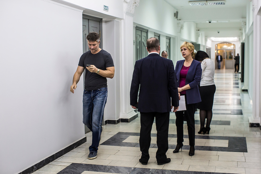 YEKATERINBURG, RUSSIA - OCTOBER 17: Yekaterinburg Mayor Yevgeny Roizman (L) walks through the hallway in City Hall on October 17, 2013 in Yekaterinburg, Russia. Roizman was elected mayor of Yekaterinburg, Russia's fourth-largest city, in a surprise victory in September based on a platform of anti-corruption and his local notariety for founding a popular anti-drug addiction program called City Without Drugs. Widely seen as politically opposed to Vladimir Putin, Roizman is the highest placed opposition figure in public office in Russia. (Photo by Brendan Hoffman/Getty Images) *** Local Caption *** Yevgeny Roizman