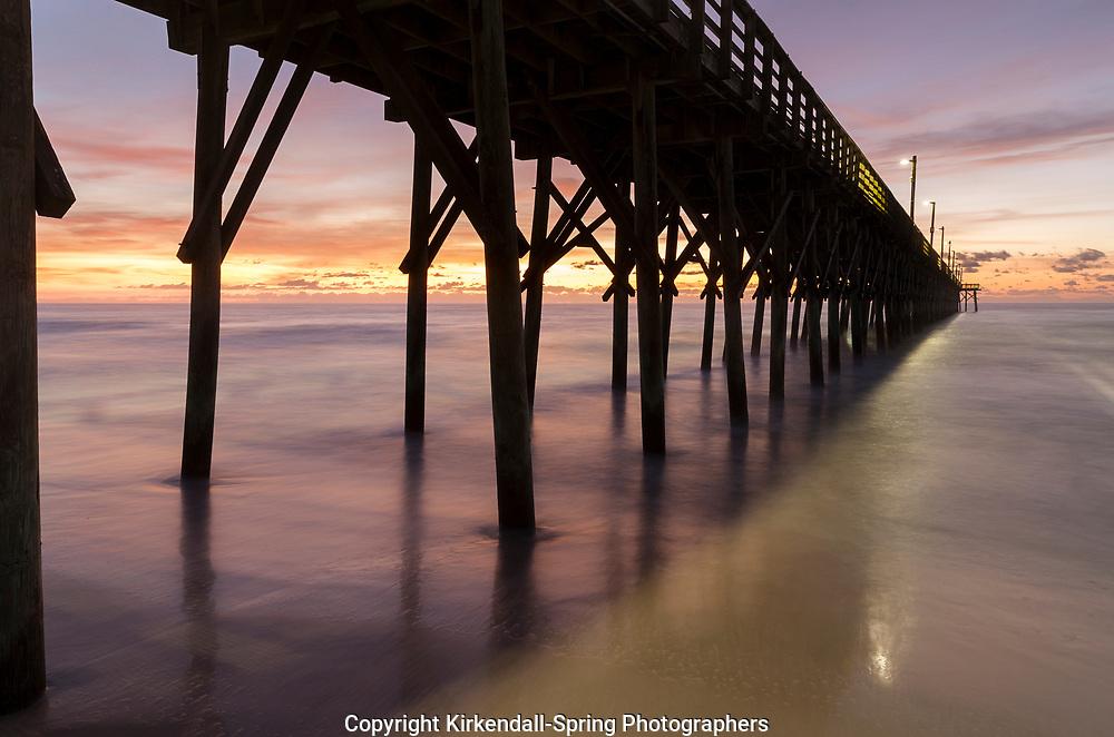 NC00903-00...NORTH CAROLINA - Sunrise at Surf City Pier.