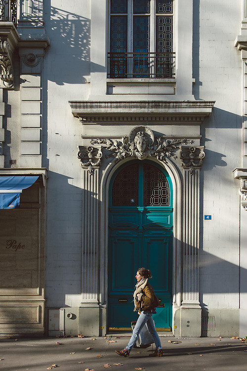 Passersby in front of an old building in the 7th arrondissement of Paris