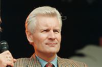 02 SEP 1995, HAMBURG/GERMANY:<br /> Henning Voscherau, SPD, Buergermeister Hamburg, waehrend dem Sommerfest der SPD<br /> IMAGE: 19950902-01/01-06<br /> KEYWORDS: B&uuml;rgermeister