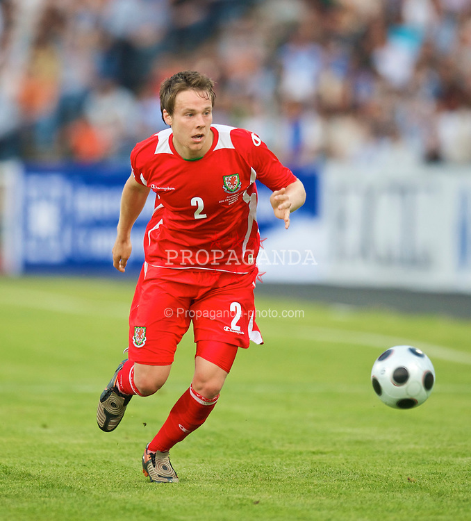 BAKU, AZERBAIJAN - Saturday, June 6, 2009: Wales' Chris Gunter in action against Azerbaijan during the 2010 FIFA World Cup Qualifying Group 4 match at the Tofig Bahramov Stadium. (Pic by David Rawcliffe/Propaganda)