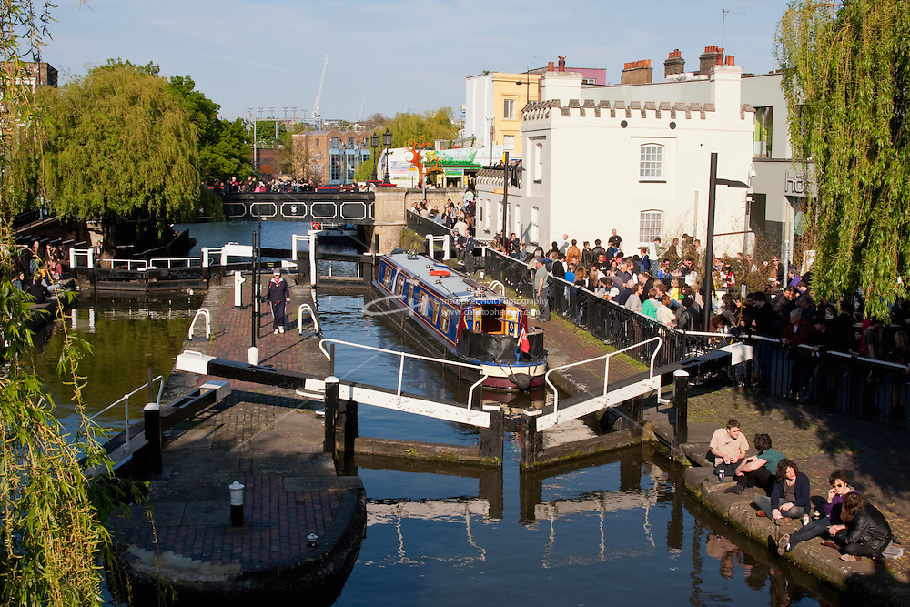 camden and regents canal in april 2009