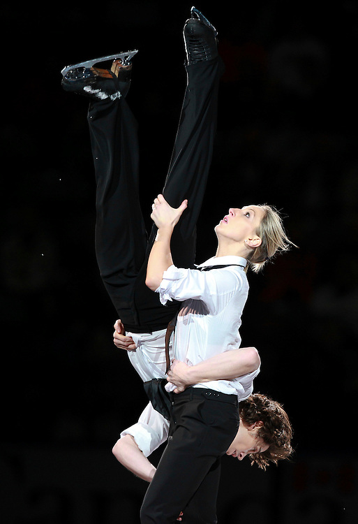 20101031 -- Kingston, Ontario -- Sinead Kerr and John Kerr of Britain skate in the exhibition gala at Skate Canada International in Kingston, Ontario, Canada, October 31, 2010. <br /> AFP PHOTO/Geoff Robins
