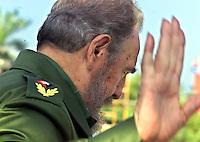 Fidel Castro, Presidente de Cuba, se despide luego de concluido el acto por el 40 aniversario del triunfo de Bahia de Cochinos, celebrado en Playa Giron, a unos 200km al sur oeste de la Habana, 19 de Abril del 2001, la Habana, Cuba. En el acto se condecoraron 11 altos oficiales del ejercito. (Photo/Cristobal Herrera)
