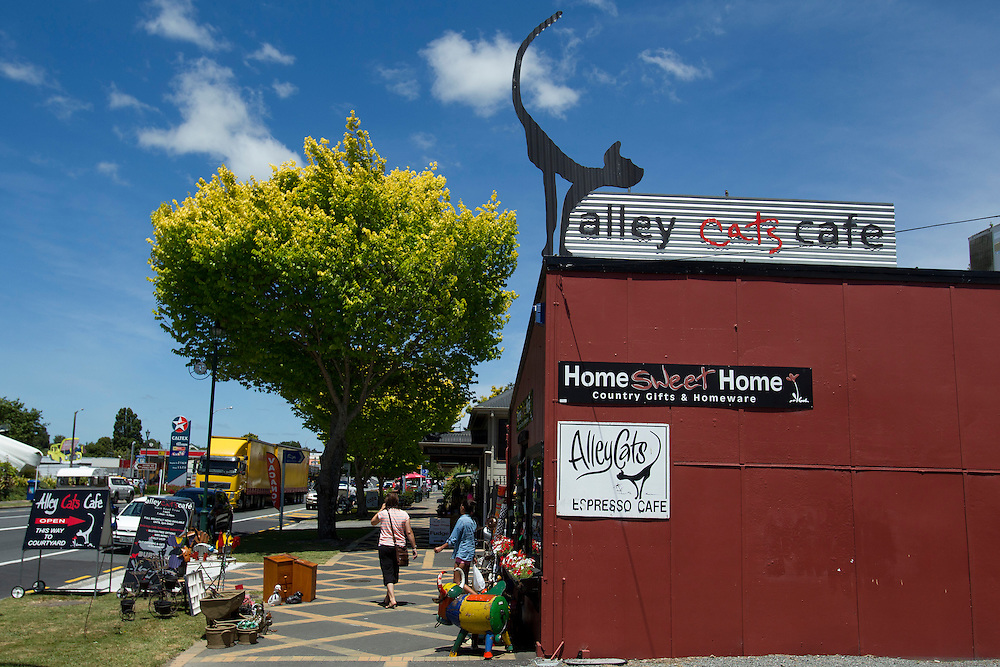 Alley Cats Cafe, Tirau, New Zealand, Saturday, December 21st, 2013. Credit:SNPA / Ben Campbell