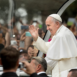 Lisa Johnston | lisajohnston@archstl.org  | Twitter: @aeternusphoto  Pope Francis closed the 2015 World Meeting of Families with an outdoor Mass celebrated on the Benjamin Franklin Parkway.  He first toured the parkway in his popemobile aas the crowd welcomed him.