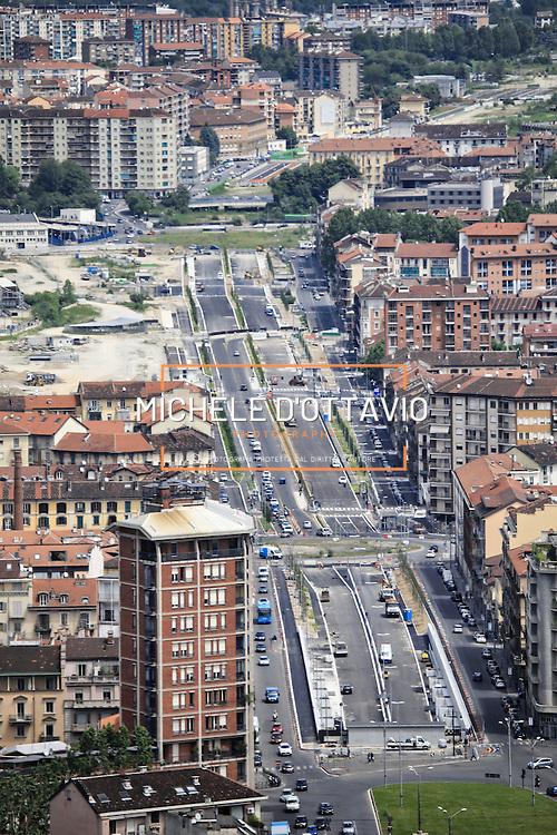 Il nuovo boulevard di Corso Principe Oddone lungo il viale della Spina Centrale di Torino.<br /> Vista panoramica dal grattacielo di Intesa Sanpaolo.<br /> Torino 25 maggio 2016