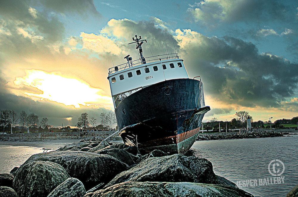Færgen Øen strandet ved Mommark sydals.Foto: Jesper Balleby