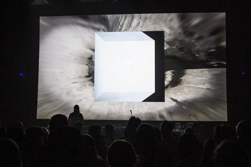 PLAY 1 :: DADA SALON <br /> Mus&eacute;e d'art contemporain - Salle BWR<br /> vendredi 29 mai,<br /> Une soir&eacute;e de compositions avant-gardistes et de r&eacute;bellion noise o&ugrave; les artistes renversent et d&eacute;fient les fondations de la musique &eacute;lectronique avec des sonorit&eacute;s trouv&eacute;es et des grooves aux contours glitch, &eacute;laborant un collage d'enivrantes textures qui nous font reluire la promesse d'un monde meilleur.
