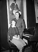 1953 - 19/10 Count John and Mrs McCormack at Home