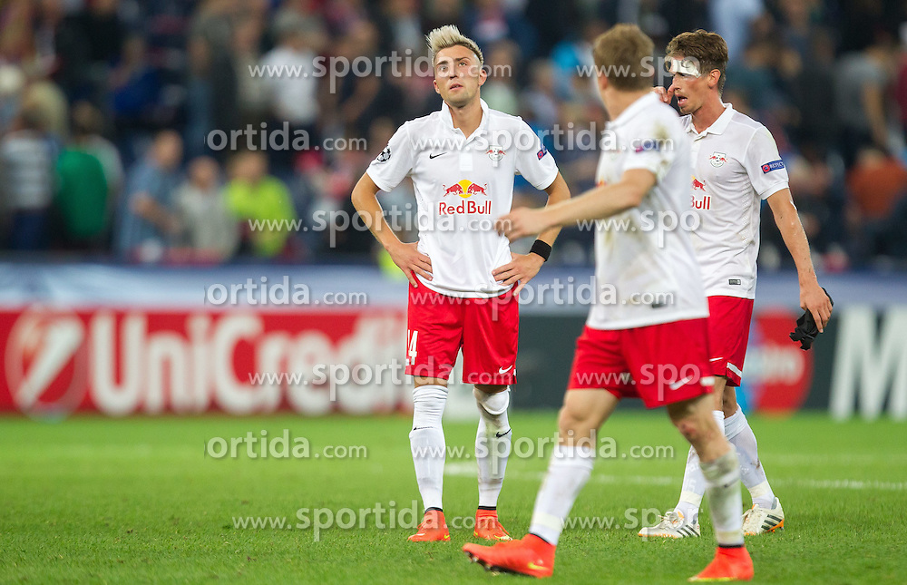 19.08.2014, Red Bull Arena, Salzburg, AUT, UEFA CL, FC Red Bull Salzburg vs Malmö FF, Play Off, Hinspiel, im Bild enttäuscht v.l.: Kevin Kampl (FC Red Bull Salzburg), Christian Schwegler (FC Red Bull Salzburg), Franz Schiemer (FC Red Bull Salzburg) // during the UEFA Championsleague 1st Leg, Play Off Match between FC Red Bull Salzburg and Malmoe FF at the Red Bull Arena in Salzburg, Austria on 2014/08/19. EXPA Pictures © 2014, PhotoCredit: EXPA/ JFK