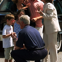 EHA01D:EAST HAMPTON,NY,02AUG98 - President Clinton says goodbye to Steven Spielberg's children (lower) as First Lady Hillary Clinton talks with Spielberg (c) and his wife actress Kate Capshaw (l) after the Clinton's spent the weekend at Spielberg's house in The Hampton's area of Long Island.  Clinton attended several fundraisers over the weekend.  rtw/Photo by Rick Wilking  REUTERS