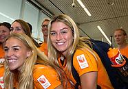Estavana Polman in de vertrekhal van Schiphol.