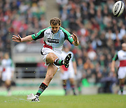 Twickenham, GREAT BRITAIN,  Quins Nick EVANS, kicking a first half conversion, from David STRETTLE'S open try,  Guinness Premiership match,  Saracens vs Harlequins, at Twickenham Stadium, Surrey on Sat 06.09.2008. [Photo, Peter Spurrier/Intersport-images]