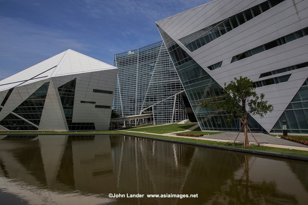 The Rangsit campus of Bangkok University is in Pathum Thani province an hour north of Bangkok itself. The new campus complex is meant to evoke the symbol of the university which is a diamond. Regular students in their first and second years study here.  Communication Arts students study on this campus for four years which has its headquarters here. Also on the campus are the Bangkok University Stadium, the Surat Osathanugrah Library, and Pongtip Osathanugrah Communication Arts Complex which is equipped with state of the art facilities for Communication Arts.