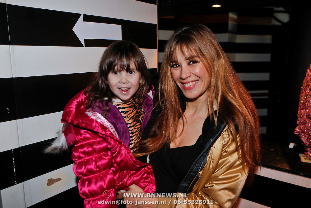 NLD/Amsterdam/20110214 - Onthulling nieuwe pump Chick Shoes ism I Love Fashion News, Beetje van Beers en dochter Tigerlily