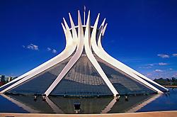 Brasilia, Distrito Federal, Brasil. Agosto/2004.Catedral. / Brasilia's Cathedral.Foto ©Marcos Issa/Argosfoto.