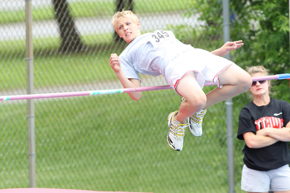 (Ottawa, Ontario---20/06/09)   Stephen Veenema competing in the high jump at the 2009 Bank of America All-Champions Elementary School Track and Field Championship. www.mundosportimages.com / www.msievents.