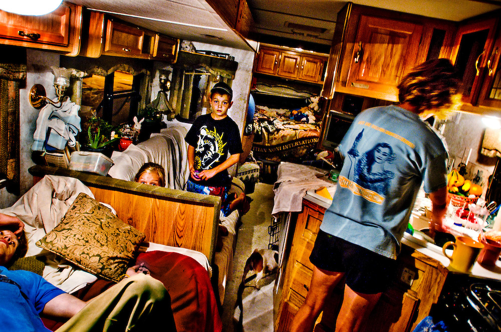 David and Jennifer Clements, with their kids Carolyn, Chloe, Yani and Ennie and two dogs live in a motorhome in Santa Barbara after being hit by the economic crisis...Photographer: Chris Maluszynski /MOMENT