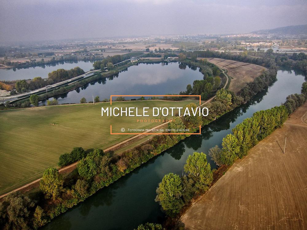 l Po dei Laghi di cava, il tratto del fiume attraversa la pianura tra Carmagnola e Moncalieri, dove il paesaggio è segnato dall'agricoltura e dai bacini lacustri, un tempo cave ed ora specchi d'acqua.