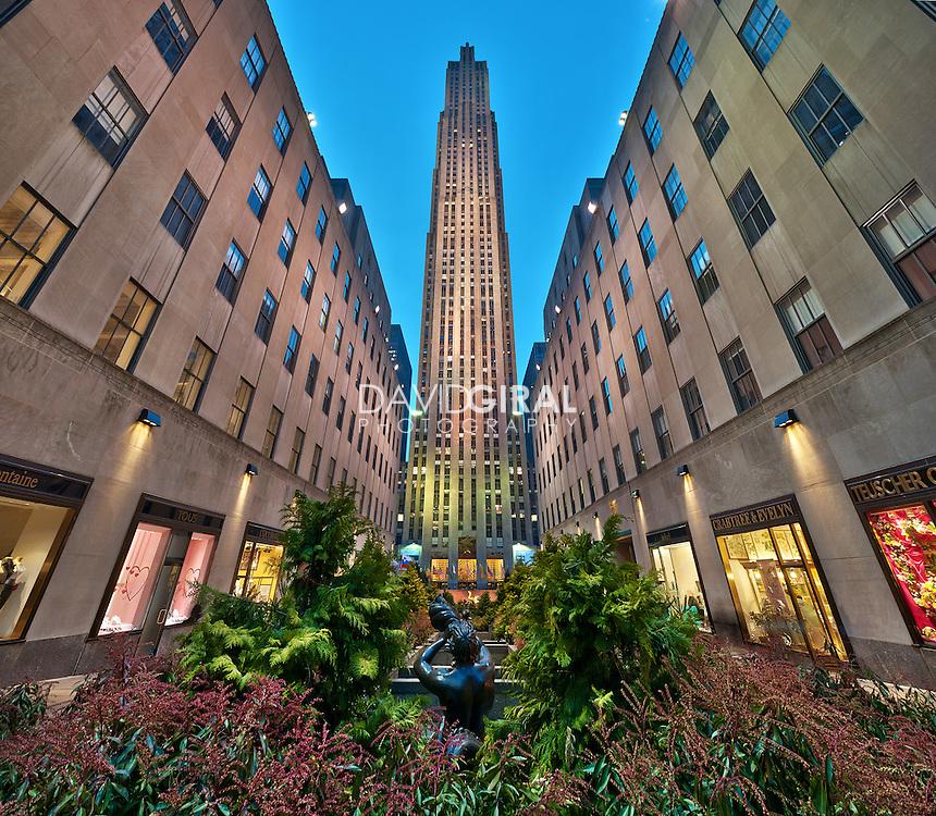 Rockefeller Center at dusk and center alley, New-York City, US