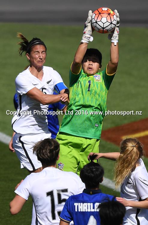 Thailand goalkeeper Waraporn Boonsing goes high for the ball.<br /> New Zealand A Womens Football team v Thailand. Mt Smart Stadium, Auckland, New Zealand. Saturday 17 December 2016 &copy; Copyright image: Andrew Cornaga / www.photosport.nz