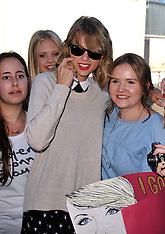 SEP 04 2014 Taylor Swift meets fans in Hamburg