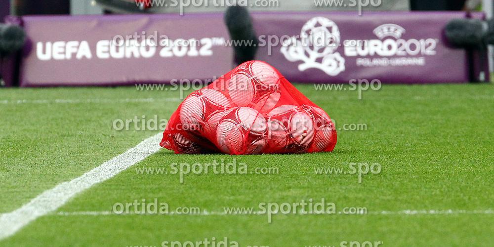 09.06.2012, Stadion Miejski, Poznan, POL, UEFA EURO 2012, Irland, Training, im Bild OFICJALNA PILKA EURO ADIDAS TANGO 12 // during the during EURO 2012 Trainingssession of Ireland Nationalteam, at the stadium Miejski, Poznan, Poland on 2012/06/09. EXPA Pictures © 2012, PhotoCredit: EXPA/ Newspix/ Jakub Piasecki..***** ATTENTION - for AUT, SLO, CRO, SRB, SUI and SWE only *****