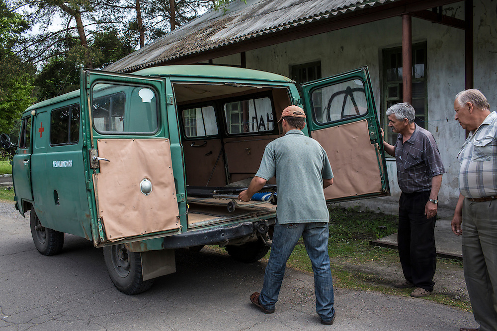 VOLNOVAKHA, UKRAINE - MAY 22:  Men return a stretcher to an ambulance which was used to transport the body of a Ukrainian soldier killed during an attack on a military checkpoint earlier in the day by unknown forces on May 22, 2014 in Volnovakha, Ukraine. Authorities reported fifteen soldiers were killed and 31 injured. (Photo by Brendan Hoffman/Getty Images) *** Local Caption ***